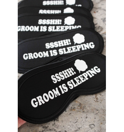 GROOM IS SLEEPING BASKILI LASTİKLİ SİYAH UYKU BANDI