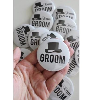 GROOM-GROOM TEAM BASKILI İĞNELİ ROZET